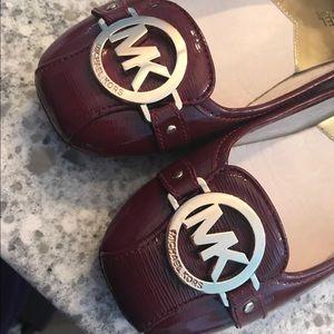 Like new Michael Kors Fulton leather flats